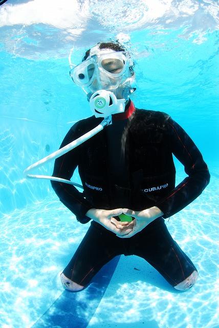世界初「水中癒し瞑想」